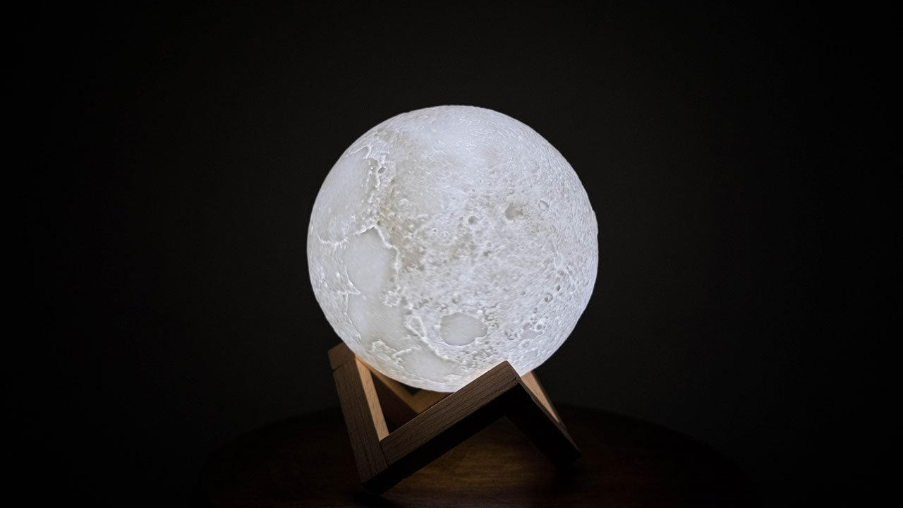 3D White Moon Lamp Photoshoot